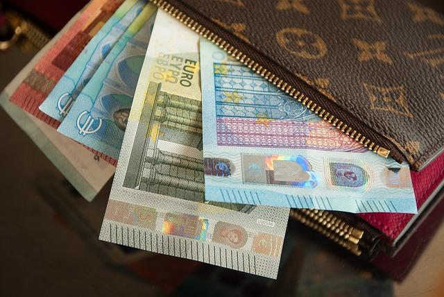 eura v peněžence.jpg